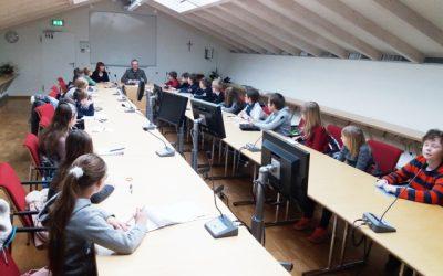 4. Klasse besuchte den Schwandorfer Bürgermeister im Rathaus