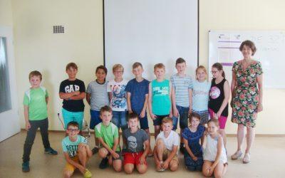 Schüler der Grundschule Döpfer legen den Cambridge Young Learners English Test -S t a r t e r s- ab