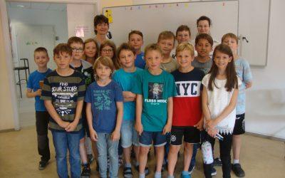"Schüler der Grundschule Döpfer legen die Cambridge Young Learners Tests ""Starters"" und ""Movers"" ab"