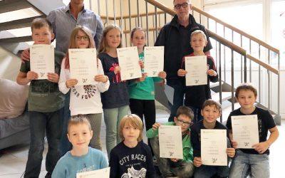 Aushändigung der Cambridge Young Learners English Zertifikate an Starters – Prüflinge