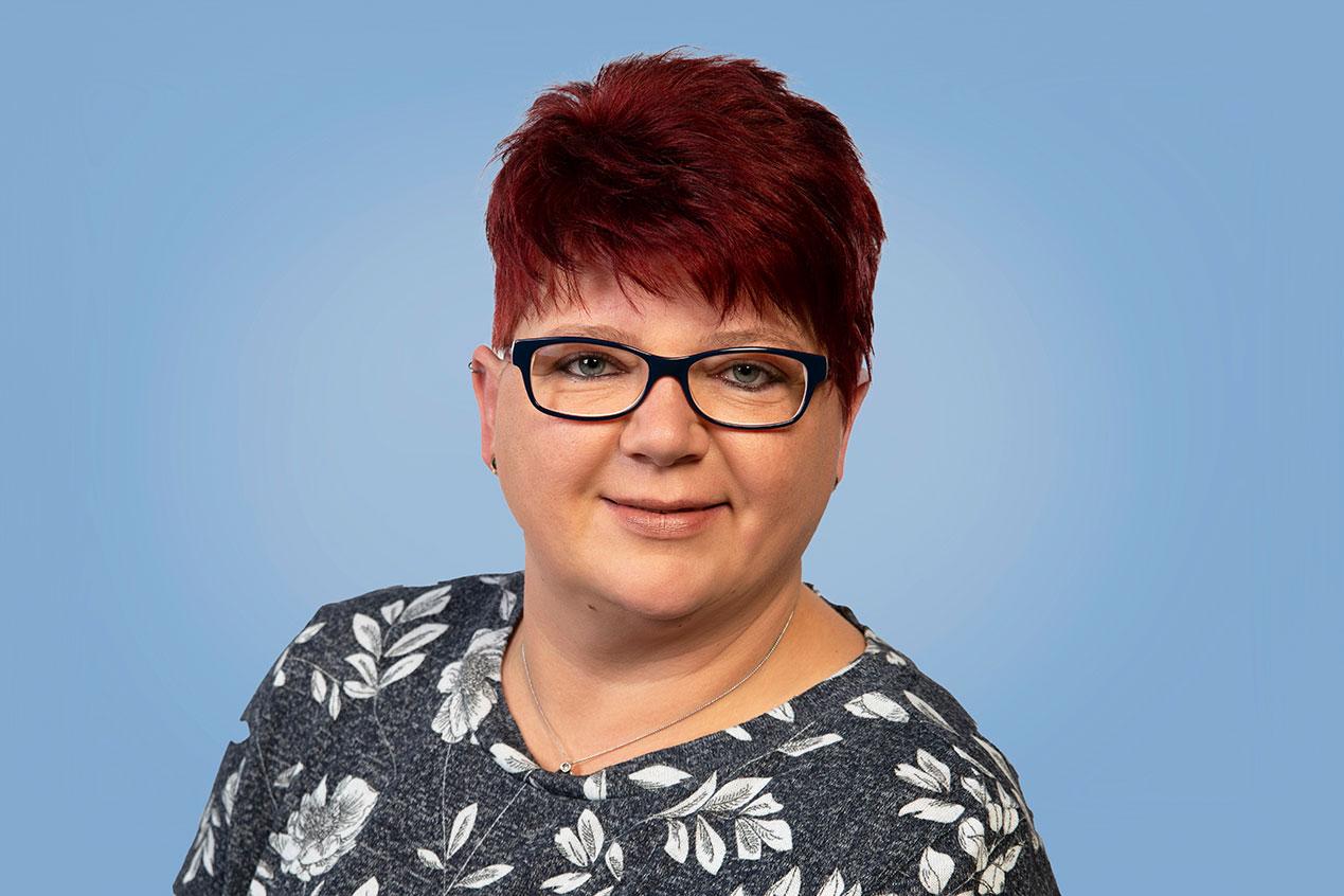 Frau Tanja Marschall